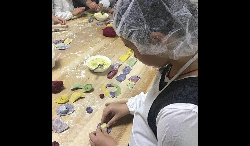 Дитячий майстер-клас з кольоровим тістом